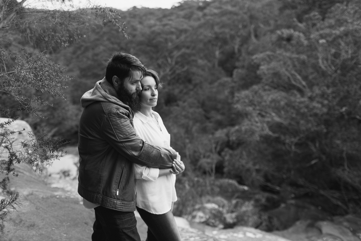 016_beautiful couple overlook somersby falls captured by central coast photographer