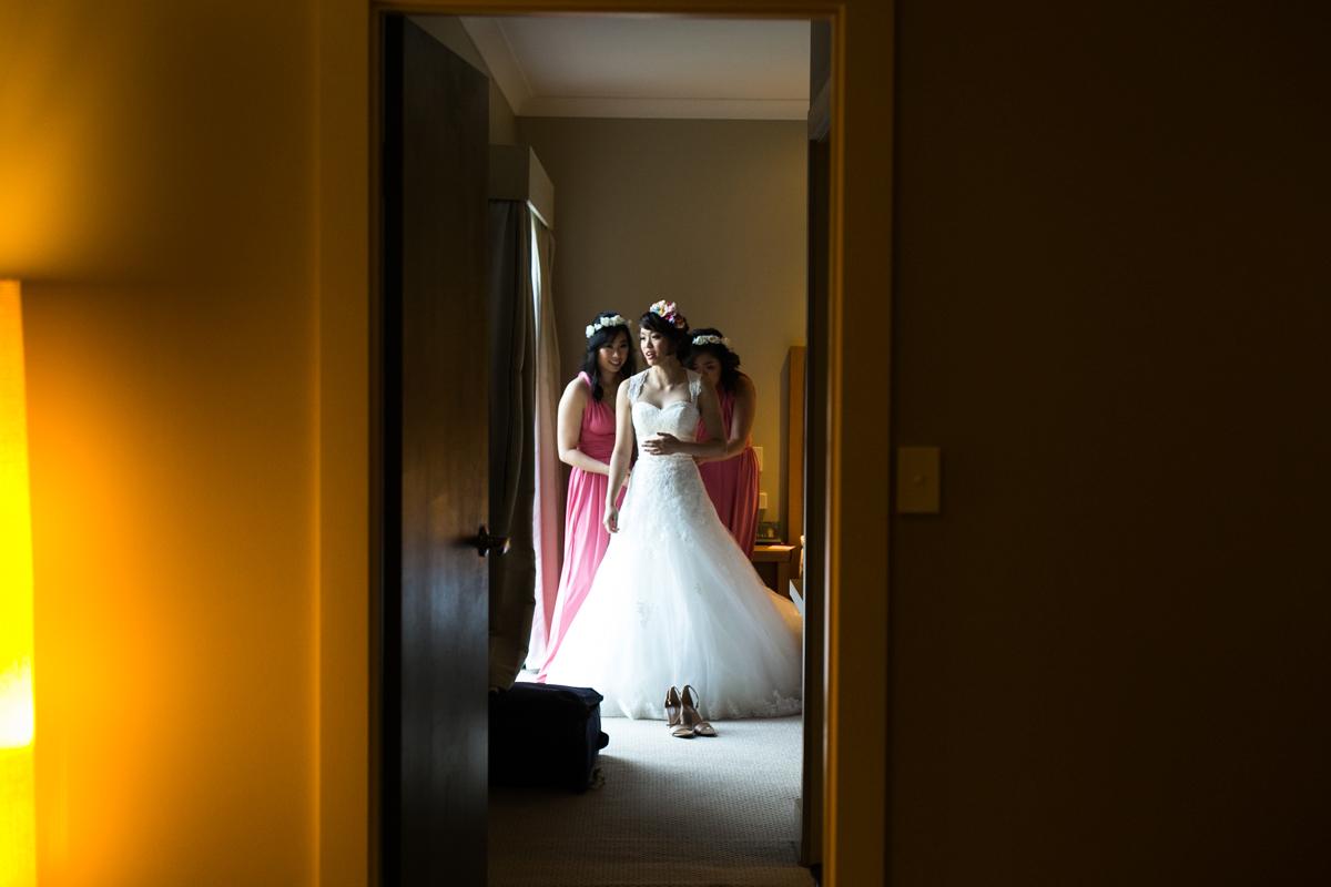 05-hunter-valley-wedding-photographers-at-crowne-plaza