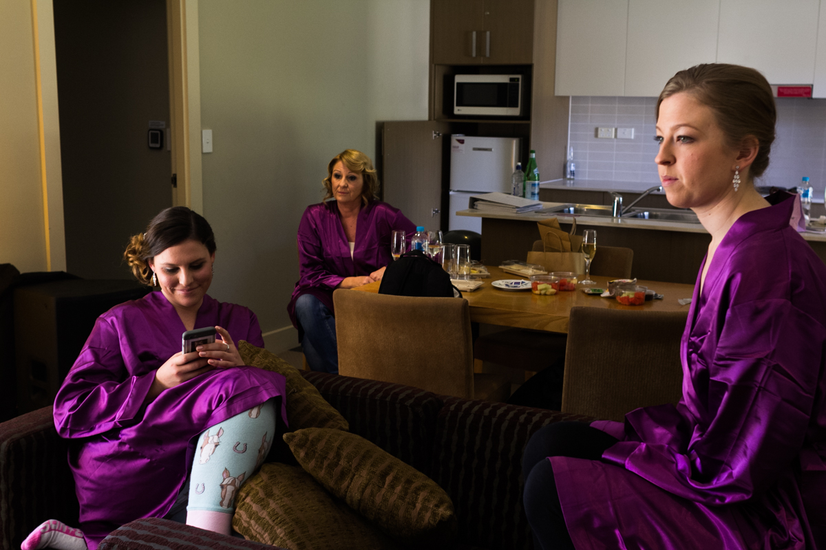 05_gorgeous bridesmaids in cute robes at crowne plaza