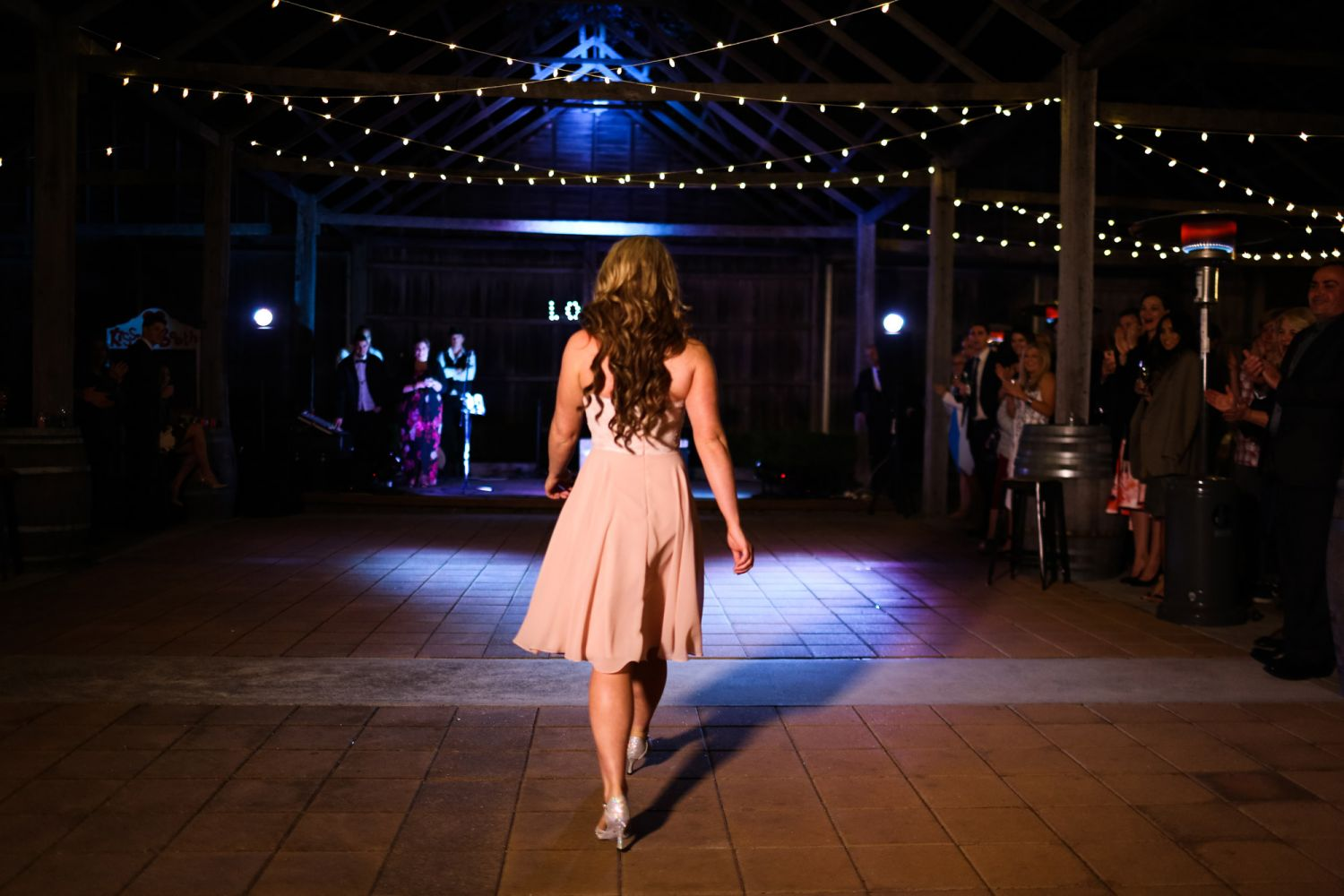 28_bride-prepares-for-first-dance-at-lindemans-hunter-valley