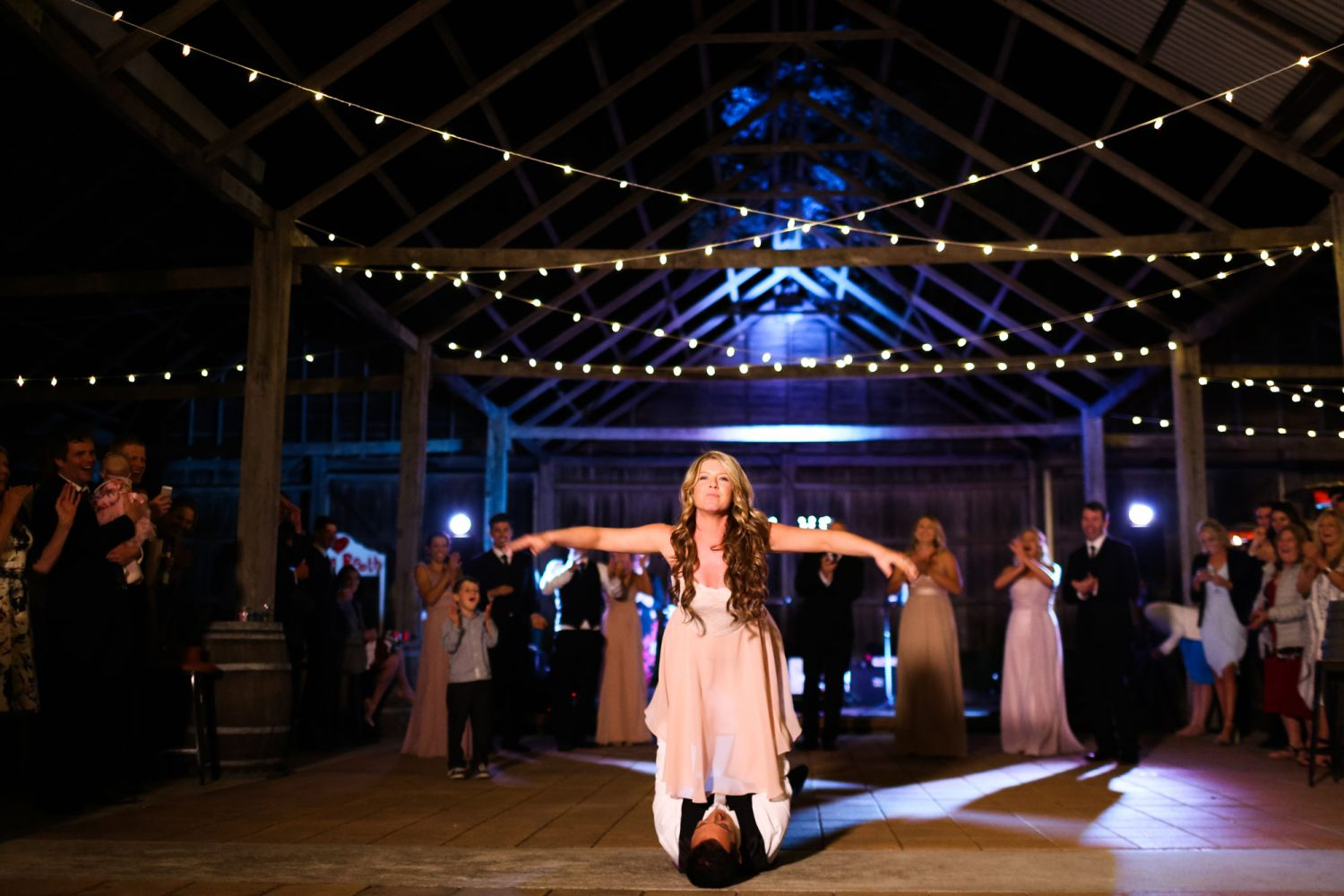30_bride-and-groom-perform-dirty-dancing-at-lindemans