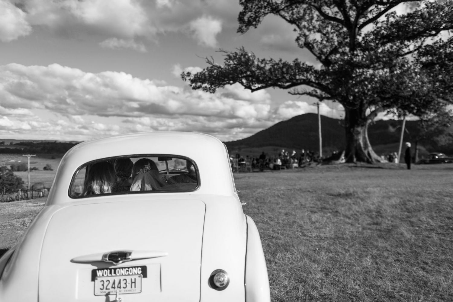 3_bride-approaches-wedding-ceremony-at-lindemans-in-hunter-valley