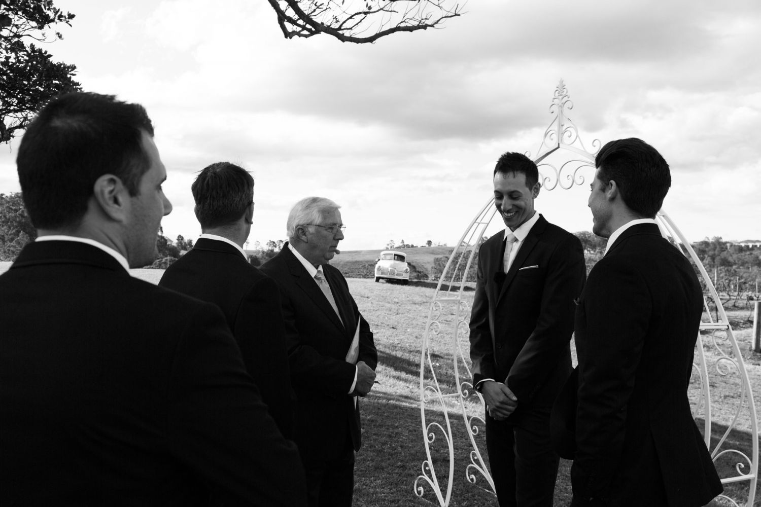 4_wedding-photographer-captures-groom-waiting-for-bride-at-lindemans-in-the-hunter-valley