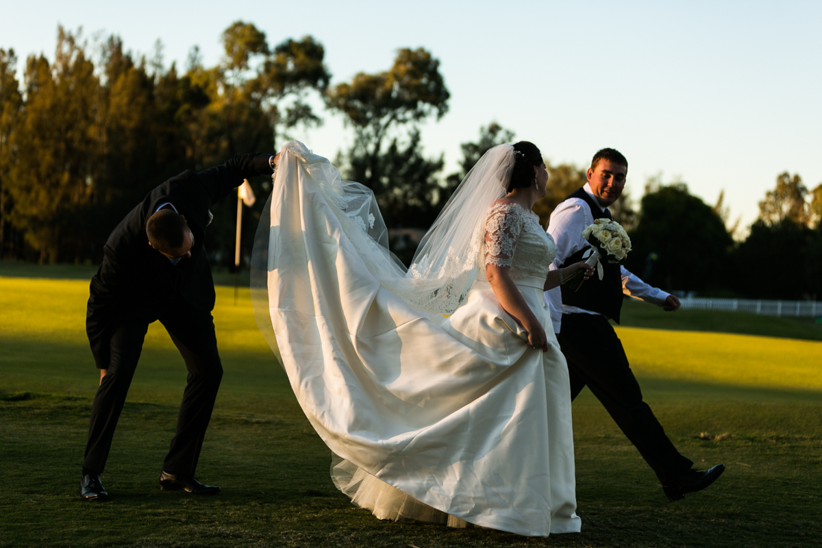 32_candid wedding photography in the hunter valley golf course